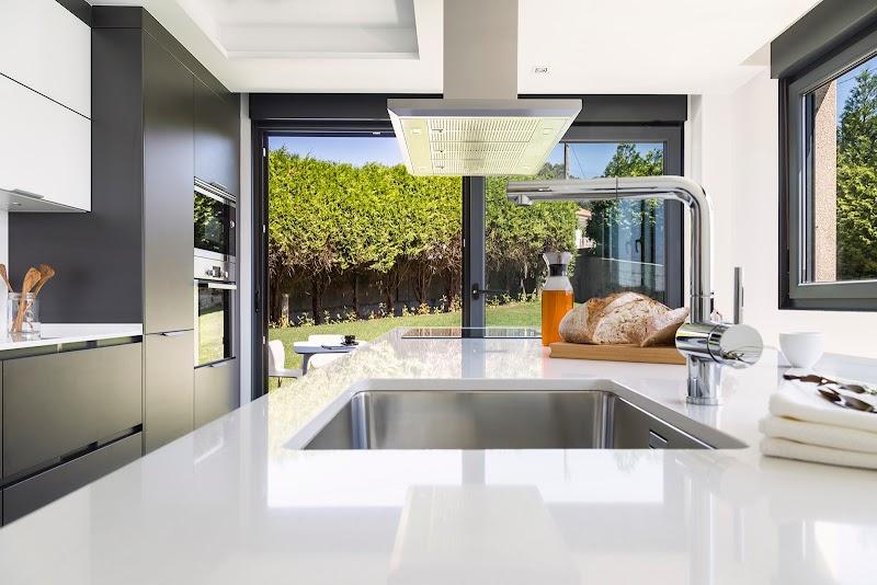 Cocina con vistas al jardín