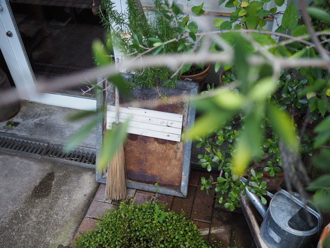 aoiku cafeの看板
