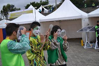 Photo: Preparándose y maquillándose para la fiesta verde
