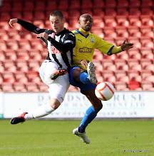 Photo: Dunfermline Athletic v Morton Irn Bru First Division East End Park 20 October 2012Fouad Bachiro challenges ryan Wallace(c) Craig Brown | StockPix.eu