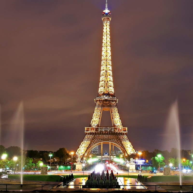 eiffel-tower-and-fountains