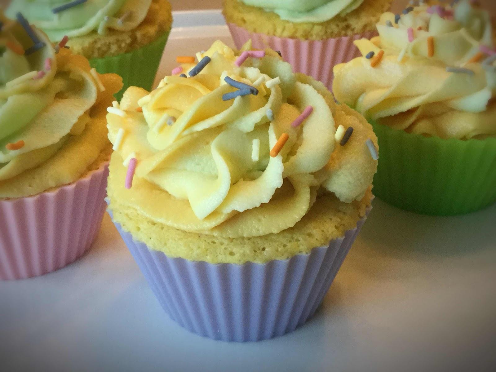40 Second Keto Lemon Cupcakes