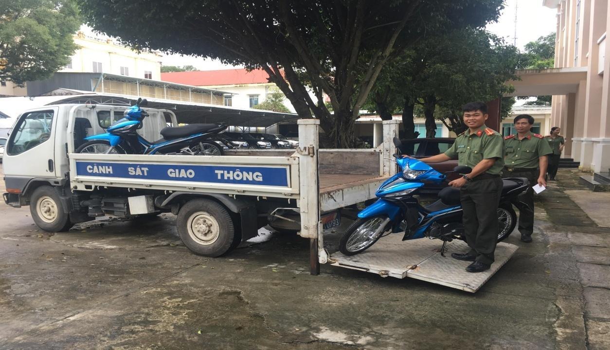 Công an tỉnh Kon Tum trang bị xe mô tô cho lực lượng Công an xã