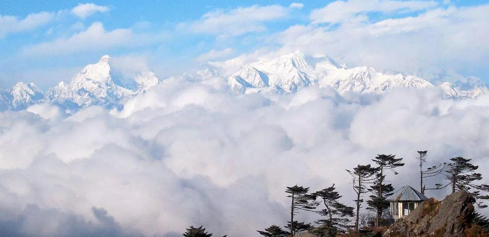 best-places-visit-in-india-in-july-pelling_image