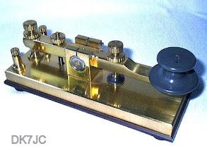 """Photo: Schwere Messingtaste  Homemade  -DJ4TJ- *1990  Auflage 5Stk. 1,5 Kg  """"DL"""" #043"""