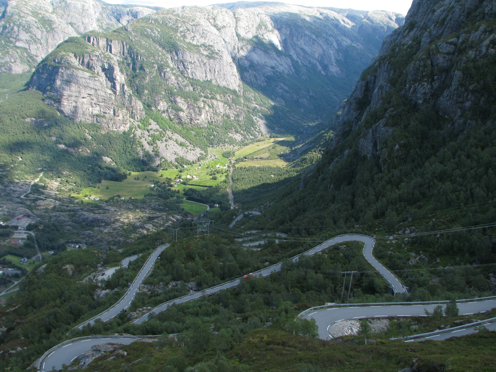 File:The road up from Lysebotn.jpg - Wikimedia Commons