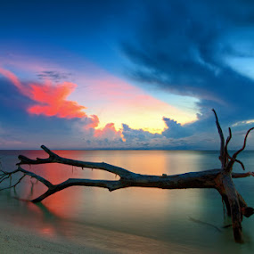 Lankayan Sunrise by Härris McHörrör - Landscapes Weather ( padi, dive, paradise, sabah, lankayan island )