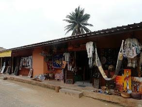 Photo: au marché artisanal de Cotonou