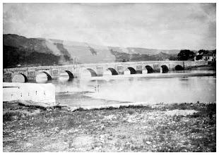 Photo: A foto máis antiga que se coñece da Ponte do Burgo, de 1898, sacada por Zagala