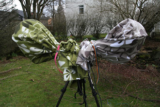 Photo: OK, this looks stupid when using fleece blanket .  It is almost like horse with two heads when omnis are in AB setup.  For two omnis this setup was unnecessary and overbuild. When using so much fleece as in this case the wind can make noise when bowing around and trough the material
