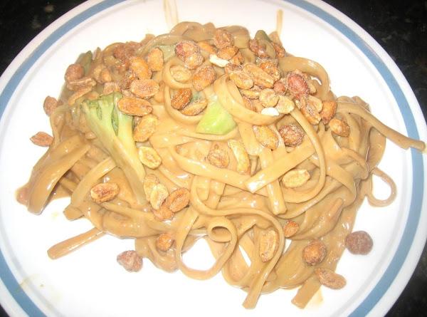 Thai Peanut Noodles & Veggies Recipe
