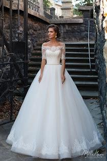 7149990ab3cacf Свадебное платье Diona от MillaNova. Есть в наличии в 1 салоне ценой 62500  руб.
