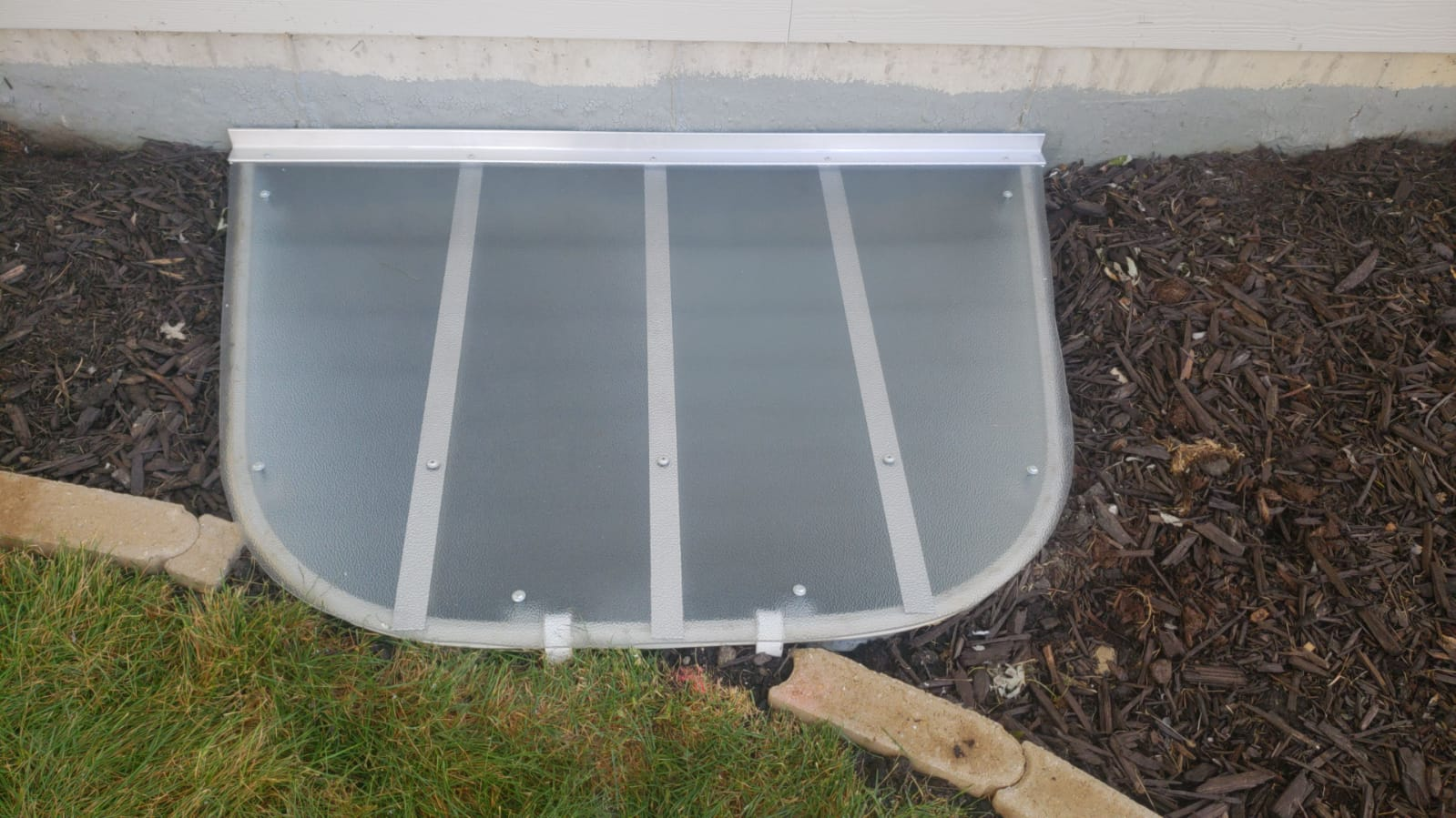 West Chicago, IL-HandyManny Custom Window Well Covers