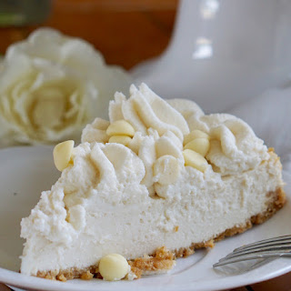 Healthy White Chocolate Cheesecake (Low-Calorie & Low-Fat).