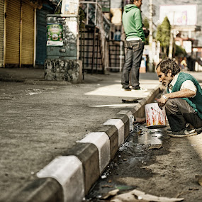 Roadside Painter. by Flo Yeow - News & Events World Events (  )
