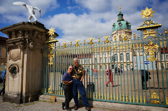 Photo: Vickie & Karin at the Charlottenburg Schloss