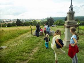 Photo: Rodiny s dětmi se scházeli u kostelíčku v Líšni