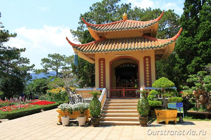 Сады монастыря Чук Лам в Далате