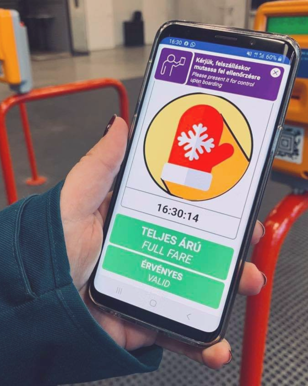 How to Use Mobile Tickets in Budapest: pictured animation on phone after validating