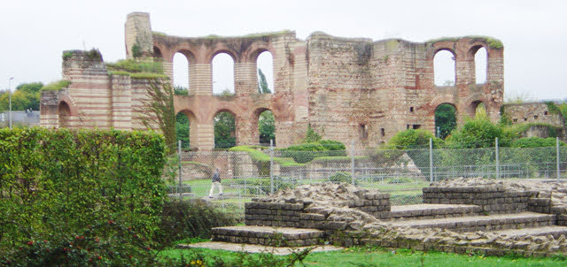 Развалины римских термов, Imperial Roman Baths (Kaiserthermen)