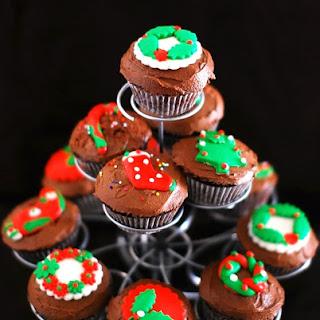 Christmas Themed Chocolate Cupcakes.