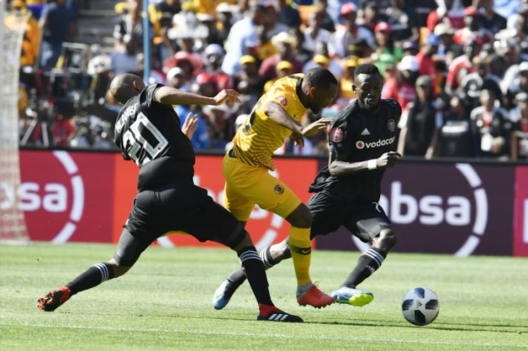 Bernard Parker of Kaizer Chiefs and Augustine Mulenga,Xola Mlambo of Orlando Pirates during the Absa Premiership match between Orlando Pirates and Kaizer Chiefs at FNB Stadium on October 27, 2018 in Johannesburg, South Africa.