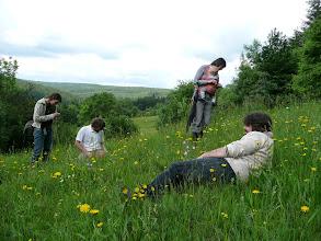 Photo: Členové botanické víkendovky zaujati květenou na Hutích