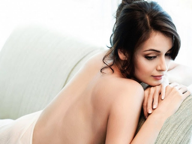 Dia Mirza sexy back, Dia Mirza hot back, Dia Mirza backshow