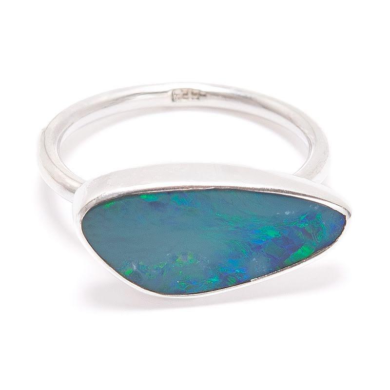 Opal, stor sten i silverring