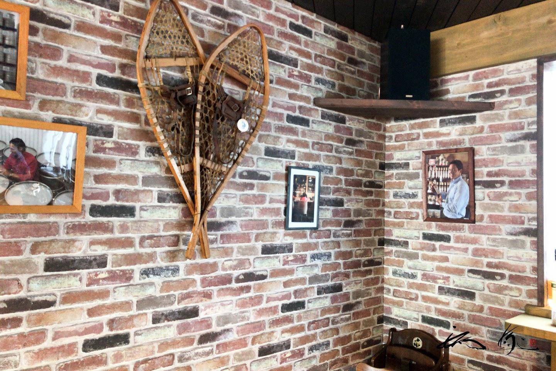 壁には、ギャニオン・マーク氏の写真が。。。