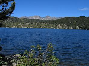 Photo: Capcir:  estany de la Pradella amb el Carlit al fons