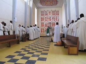 Photo: Sn2C0305-160203KeurMoussa, Abbaye, église, église, moines durant le 'Notre Père' IMG_0250