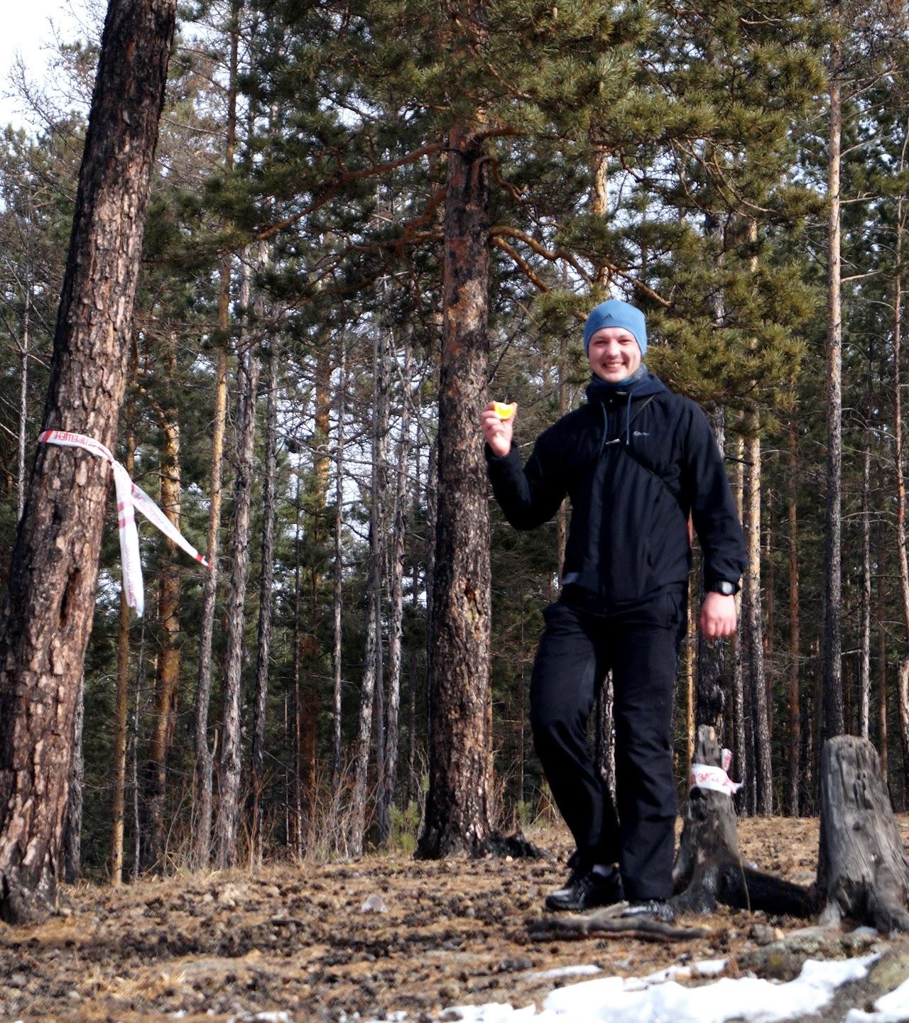 На одном из пунктов питания раздавали имбирный напиток, простую воду и апельсины - Забайкальсий снежный трейл Самопревосхождение 2017