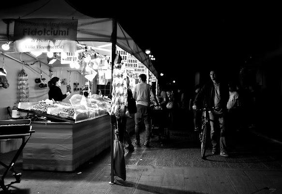 Mercato notturno di natalia_bondarenko
