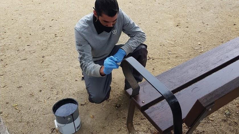 Reparación de mobiliario urbano en Pulpí.