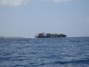 Photo: Nave cargo nello stretto