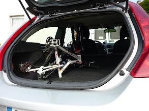 Photo: Mais il y a moins de place, on est obligé d'enlever roues, tige de selle et dégonfler les fourches.