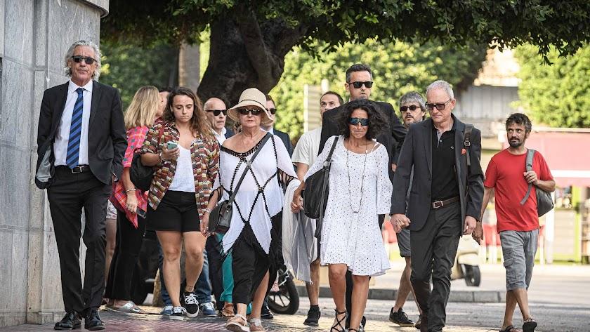 Patricia Ramírez llega a la Audiencia acompañada de allegados y sus abogados