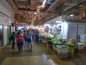 Photo: Shopping in 北河街街市
