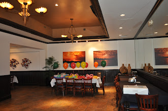 Photo: Kid's Table Balloon Decorations