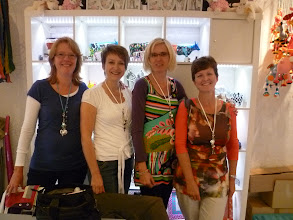 Photo: 17 juni 2011 4 dames workshop sieraden maken