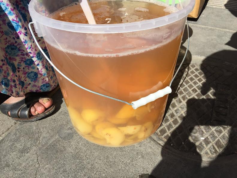 ラパスの道端で売っていたジュース