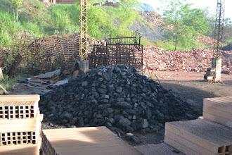 Photo: El carbón para los hornos antiguos