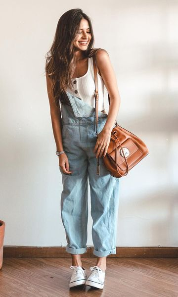 first-date-outfit-ideas-for-women_denim_overalls__tank__converse