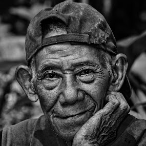 blank stares by Undi Palapa - People Portraits of Men ( old, senior citizen, natural, photography, portrait, man )