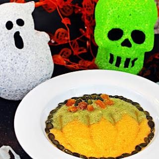 Halloween Smoothie Bowl - fun pumpkin design!