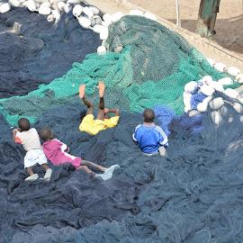 Boy and fishnet by François Dionne - Babies & Children Children Candids