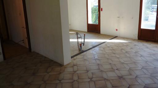 béton ciré sur carrelage au sol
