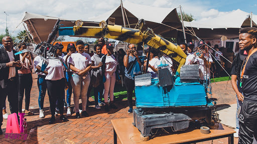 High school girls learn about robotics at the AI in Soweto bootcamp. (Source: Kgalema Motlanthe Foundation)