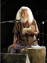 Photo: 2008.9.23 山水人で詩の朗読をするナナオ